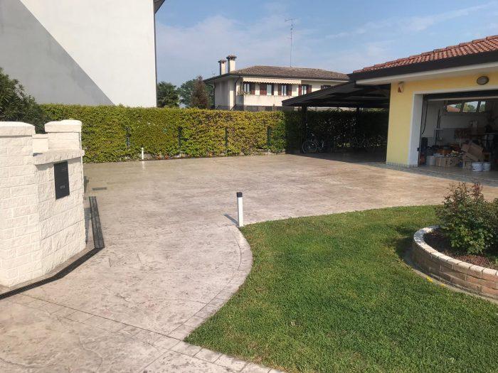 Consolidare e proteggere il cemento stampato